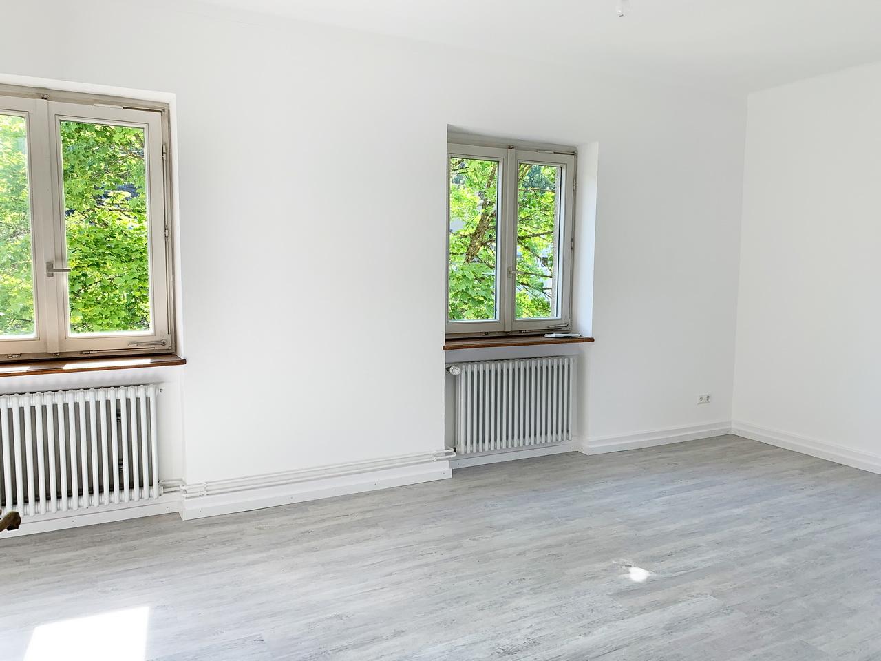 Herzlich Willkommen bei AKTIVA Immobilien im Breisgau - Wunderschön Sanierte Wohnung in Freiburg Günterstal zu vermieten. Mitten im Grün und ganz viel Ruhe: Das Wohnhaus mit drei Wohnpartien ist eines der ältesten Gebäude in Günterstal. Mit seinem historischen Charme und seiner Lage lädt es zum Wohlfühlen ein.